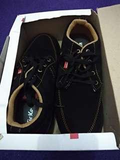 Sepatu Pria Kickers Hitam (Baru)