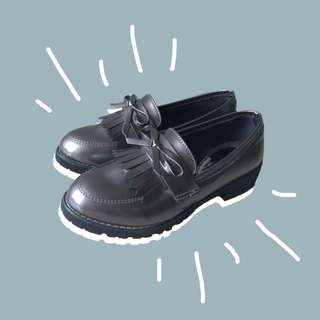 Chunky Loafers with tassel & ribbon