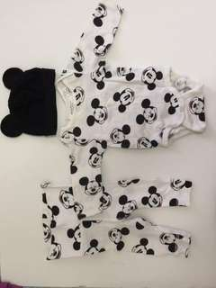 1 set of mickey mouse