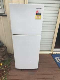 Fridge/ refrigerator