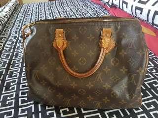 LV speedy bag ( medium size )