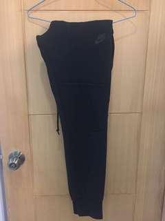 Nike Sportswear Tech Fleece size Small