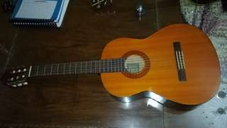 Yamaha C40 classical guitar (nylon strings)