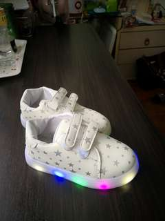 LED lights shoes in size 29