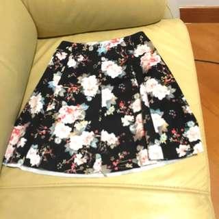 Bershka Floral Skirt 花花半截裙