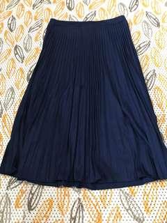 Rok kerja renda warna biru gelap
