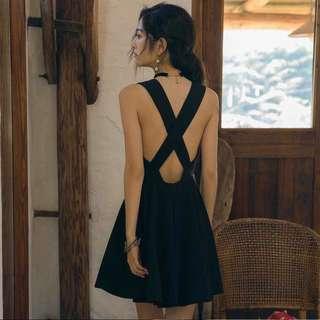 🚚 露背高冷黑色小洋裝