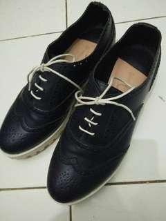 Sepatu Stradivarius