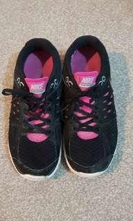 Nikes size 7.5