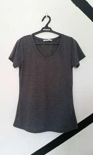 🌸 Gray vneck tshirt/ shirt