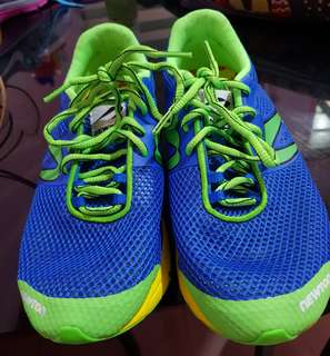 Running shoes/ rubber shoes