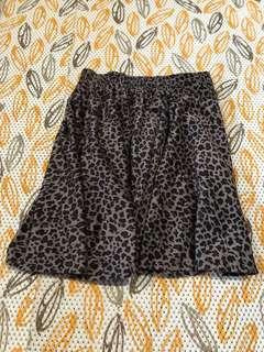 Rok bawahan renda motif leopard