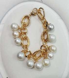 Freshwater pearls bracelets.