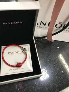 Pandora 红 蘋果手帶