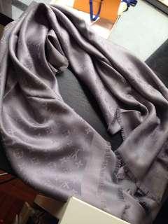 Authenthic Silver Monogram shine shawl M75120