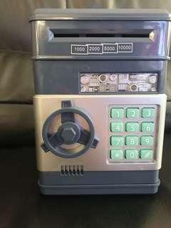 🚚 保險櫃造型自動捲鈔密碼存錢筒 (拆封未使用過)❗️