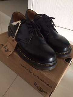 DOCMART BLACK SHOES ORI