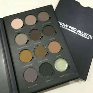 Eyebrow palette by romantic beauty