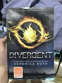 Divergent (by Veronica Roth)