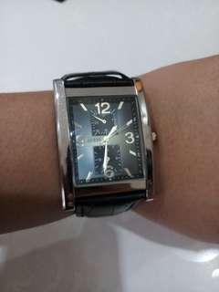 Jam tangan pria merk guess