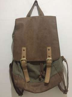Used back pack (canvas/faux leather)