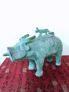 青銅牛尊  尺寸:高28X寬26公分