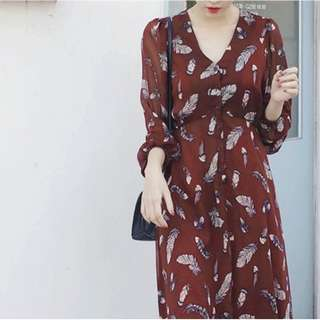 🚚 【週末女孩】日韓系早春新款 復古羽毛圖案雪紡綁帶長洋裝 百搭長袖洋裝 兩色可選 OT042