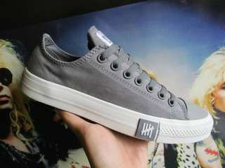 Converse low undeafeated dark grey