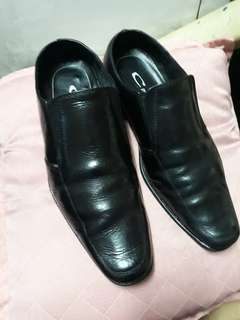 Men's black shoes