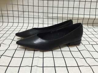 🚚 黑色 低跟尖頭娃娃黑色鞋