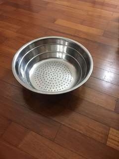 Stainless steel sieving bowl height 7.5cm x 25.5cm