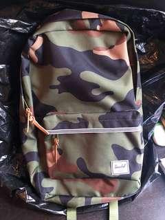 Herschel 迷彩backpack