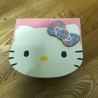 🚚 2手。Hello Kitty粉紅色桌上型抽屜櫃