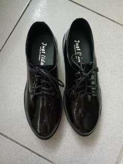 🚚 女生皮鞋 23.5