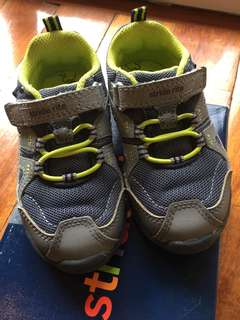 (2 yrs old) Stride Rite Made2Play Memory Foam Sneakers