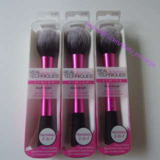AUTHENTIC real techniques Blush Brush by sam & nic chapman for face finish
