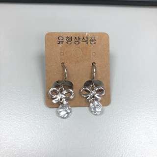 🚚 蝴蝶結夾式耳環