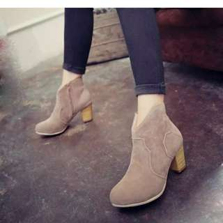 Women ankle boots (brown color)