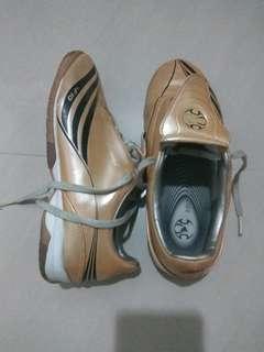 (4 UK ) Adidas +F10 futsal shoes