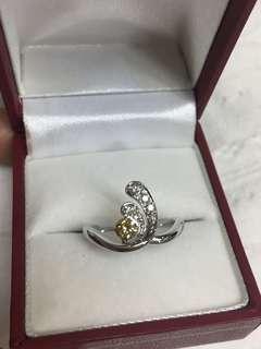 Diamond Ring in 18K WG. Cognac/ Brown Diamond of 0.24ct & white diamonds. 💎New💎