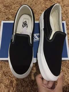 Vans slip on og black white