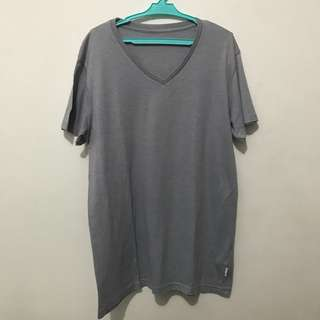 Cotton on vneck tee size M