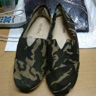 Sepatu army merek Ted Toms