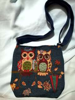 Yale Blue Owl Zipper Sling Bag
