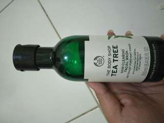 Tea tree by the body shop (skin clearing facial wash)