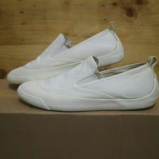 uniqlo slip on White shoes original