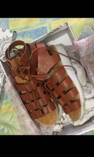 People are people Sandals