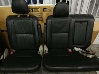 Estima car seat - Leather (Middle row)