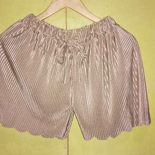 Plus size pleated shorts