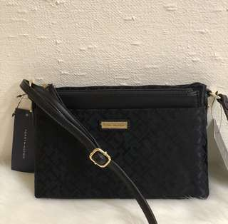Tommy Hilfiger Crossbody with pop up pouch